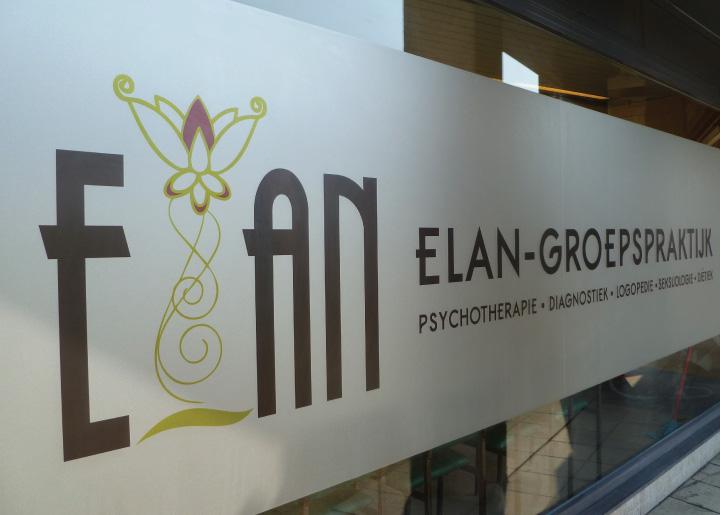 ontwerp corporate design incl. raam-signalisatie 'Elan-Groepspraktijk Merksem' op Etched Glass Vinyl.