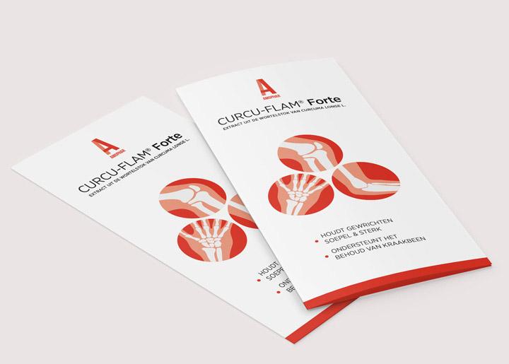 Ontwerp brochure 'Curcu-Flam Forte' van Amophar, product in tabletvorm dat het behoud van kraakbeen ondersteunt en soepele & sterke gewrichten bevordert.